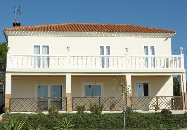 Spectacular property in Lliria with first class fixtures and fittings.